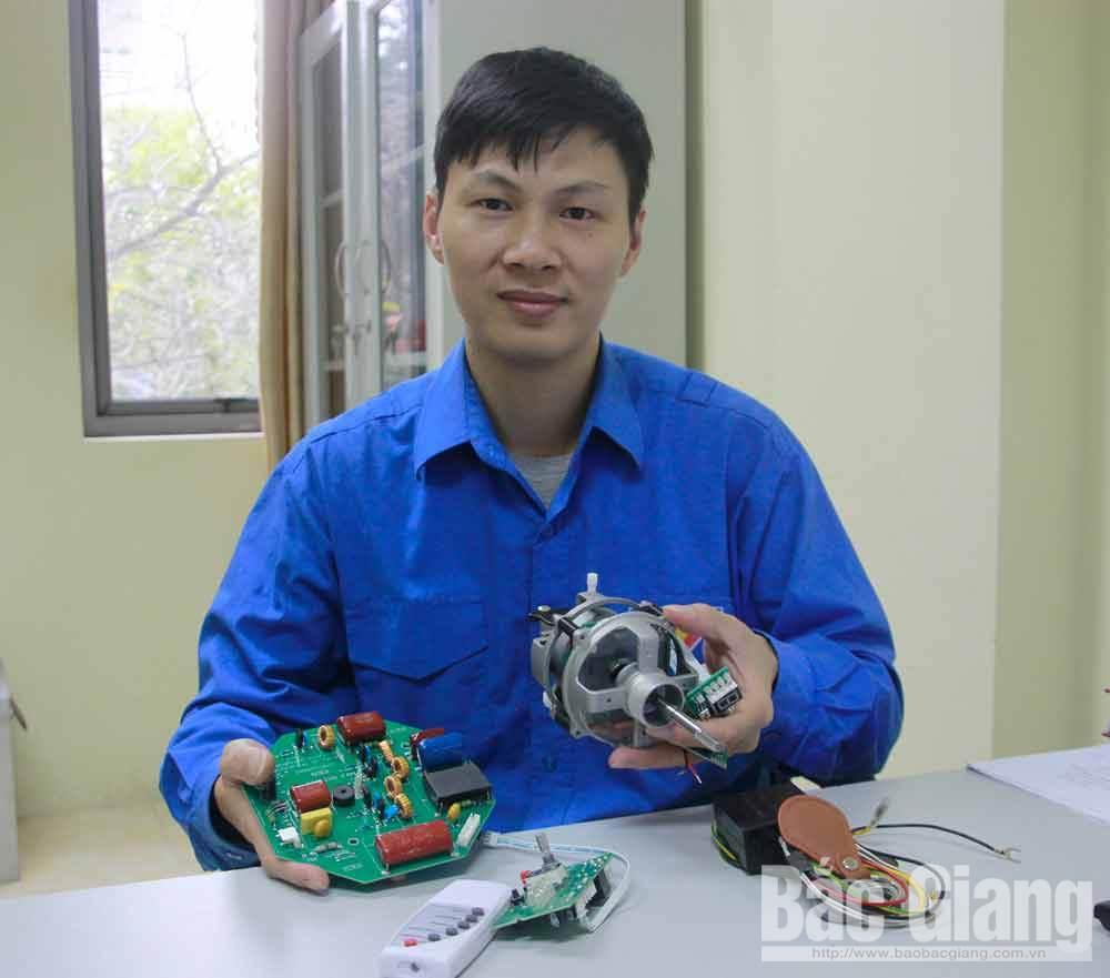 Anh Đinh Hữu Trình chia sẻ về bảng mạch điều khiển quạt trần Panasonic 5 cánh do chính anh nghiên cứu, sản xuất.
